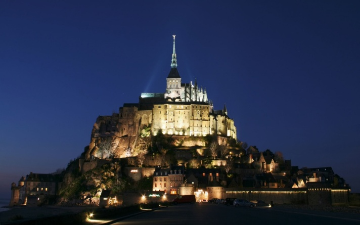 Mont St. Michael at night