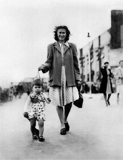 A young Keith Richards with his mother Doris Richards, 1945.