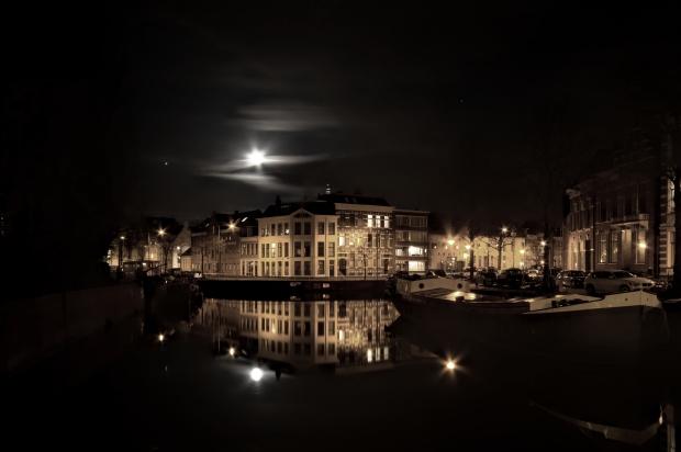 Night-reflection-free-license-CC0